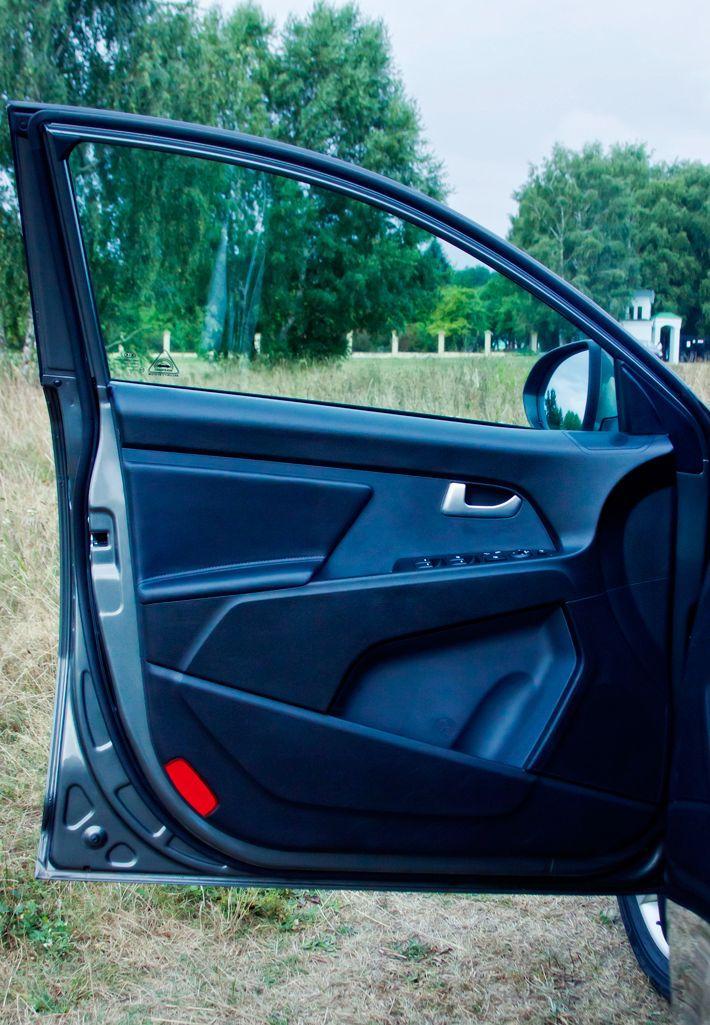 Передняя дверь авто
