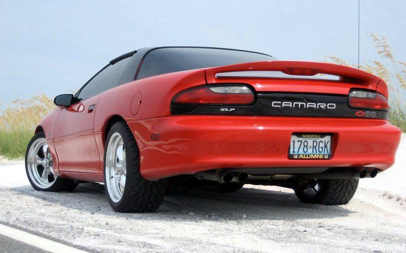 Вид сзади Chevrolet Camaro 1993 года