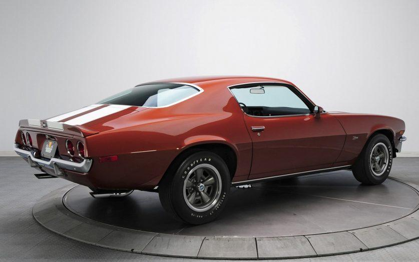 Вид сзади 1970 Chevrolet Camaro Z28 RS