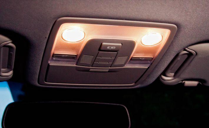 Свет в салоне автомобиля