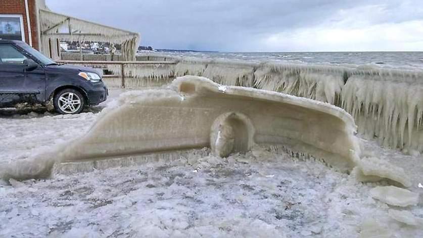 Авто вырвали из льда