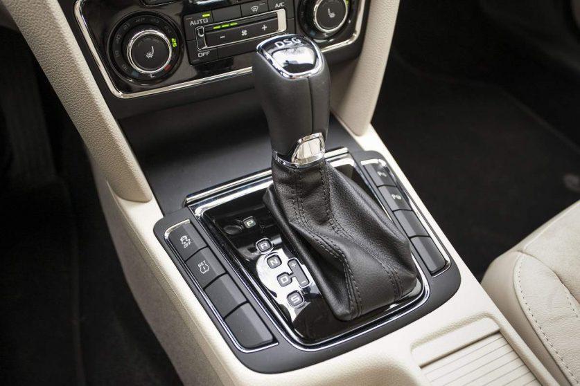 Skoda Superb - рычаг автоматической коробки передач
