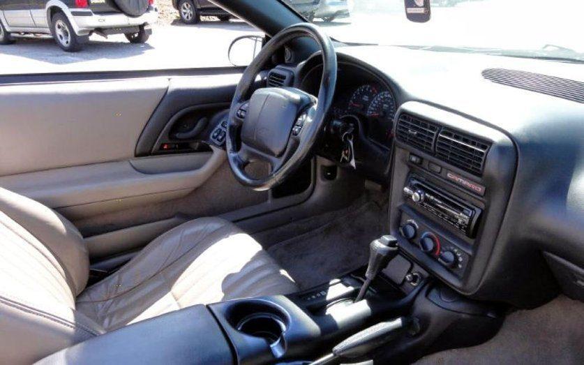 Салон Chevrolet Camaro 2000 года