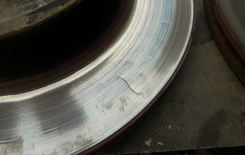 Трещины тормозного диска
